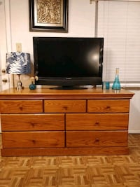 Nice wooden dresser/TV stand with big 7 drawers in 21 mi