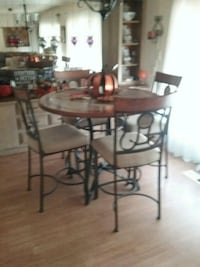 Pub table and chairs like new still has warranty Glendale, 85303