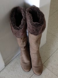 Very elegant long ,pair of brown suede boots ,light worn size (8) ,excellent conditions , very stylish Hamilton, L8V 4K6