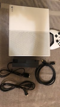 white Xbox One with two controllers 555 mi