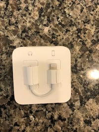 Earpods lightning with adapter new Henderson