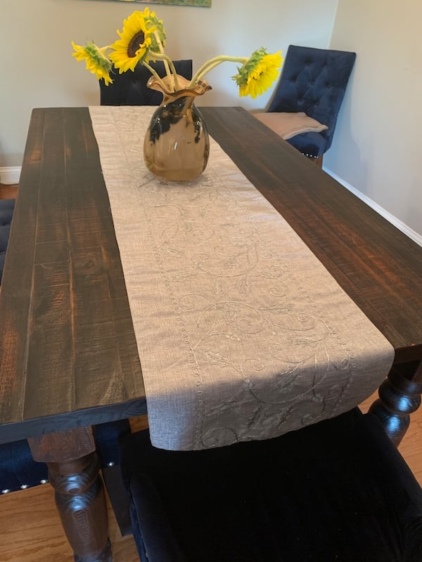 Wood Dining Room Table (sits 4) 510ca99b-14b9-4040-ab95-dc75673cfe24