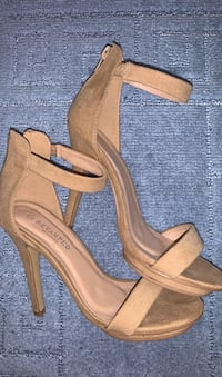 BEIGE HEELS US/CA size 6 but fits like a 7 Mississauga, L5R 4H8