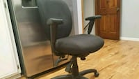 black and gray rolling armchair 905 mi