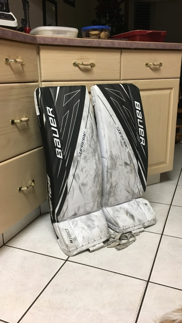 Pair Bauer S190 goalie pads size Intermediate Small  Used one season