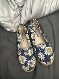 American Eagle blue sunflower shoes Central Okanagan