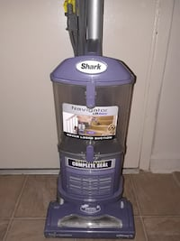 Shark vacuum excellent  Hyattsville, 20782