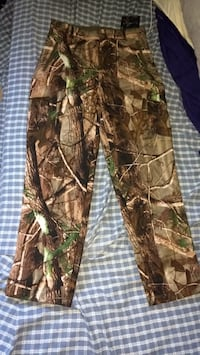 brown and green real tree camouflage pants London, N5V 1W5
