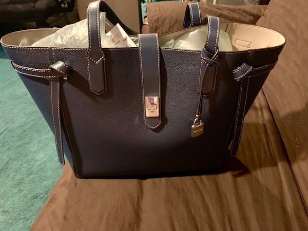 Michael Kors (authentic l) large tote, navy blue, brand new with tags. 08a93ddd-a1a3-4039-b3b9-0f4a76933231