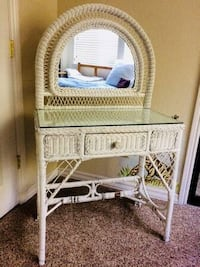 Resin Wicker Desk w/Mirror and Chair Fresno, 93704