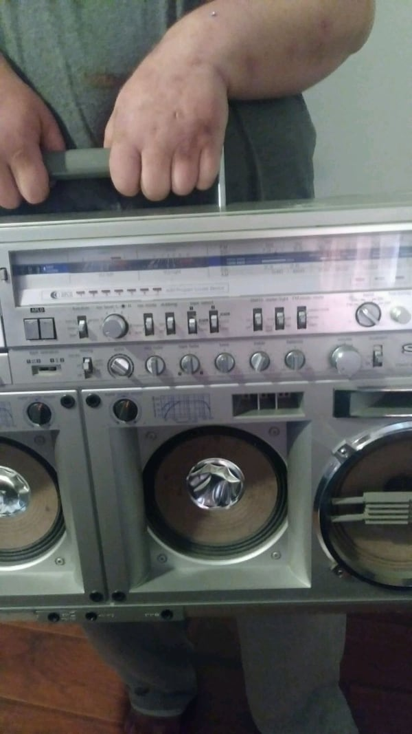 Double cassette player &  AM/FM Radio  3