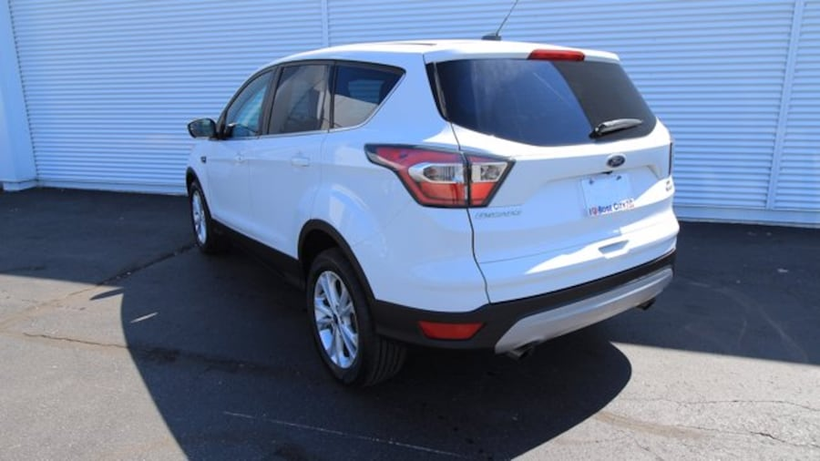 2017 Ford Escape SE / ACCIDENT FREE / BACK UP CAM / HEATED SEATS / d57c710f-5840-467e-94a4-a7b24f55cdf8