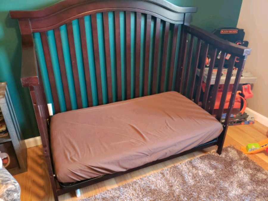 Photo Baby Crib & Mattress- Pickup in Winfield only!!