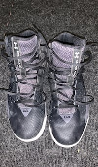 Under Armour basketball shoes - size 11