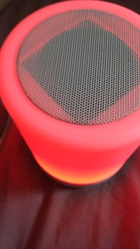 pink and white portable speaker Hammond, 70401