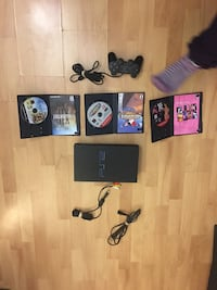 Black sony ps2 slim console with controllers and game cases Montréal, H1Z 3E9