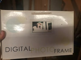 DIGITAL PICTURE FRAME!! BRAND NEW IN BOX!!