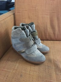 Pair of gray suede boots Las Vegas, 89169