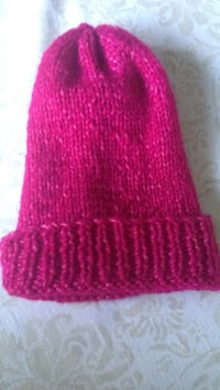 Red knitted knit cap and gloves Anmore, V3H