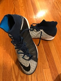 Size 10/Black-and-gray nike indoor soccer shoes