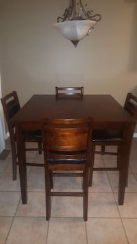 Breakfast table with 4 chairs  Whitby, L1P 1P1
