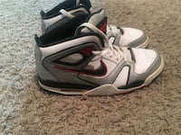 Size 9 Nike shoes  Bowling Green, 42104