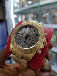 round gold-colored chronograph watch with link bracelet VANCOUVER
