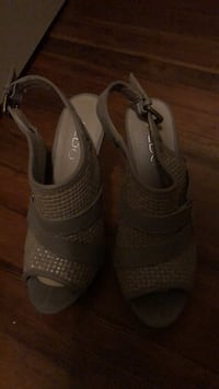 Pair of gray leather open-toe heeled sandals Portland, 97217