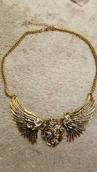 Heat with wings necklace