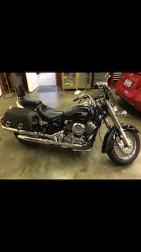 Black and chrome cruiser motorcycle, 650 Dunnville, 42528