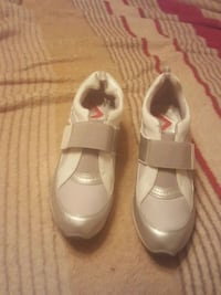 pair of white leather shoes Fresno, 93722