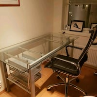 Skeider office table with a chair. Pent brukt! 6243 km