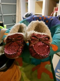 Toddler 5-6 pink sparkle and white moccasins Bakersfield, 93311