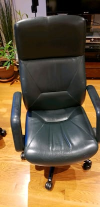 black leather office rolling chair Toronto, M1B 2A5