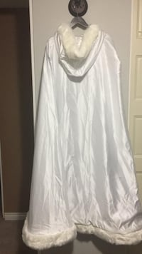 Bridal cape, brand new never used, got for $150 and selling for $100 Edmonton, T5X 2R8