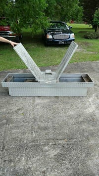 Diamond plated truck tool box great condition