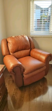 Genuine leather fully reclinable couch. Excellent condition.  Kitchener, N2E 3T7