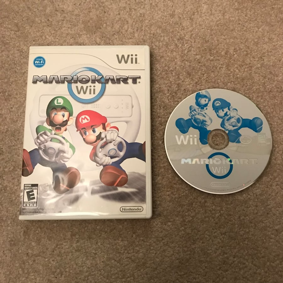 Mario Kart Nintendo wii system video game disc and case