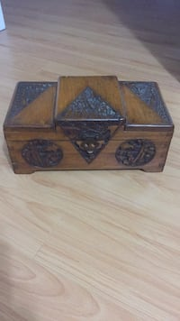 Brown and black wooden chest box Vaughan, L4J 3E7