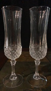 two clear cut glass vases 832 mi