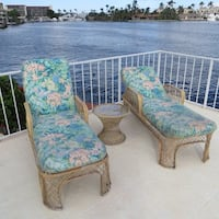 2 Lounge chairs with cushion = good condition