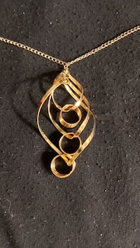 Gold plate chain and pendant. Ottawa, K1Y 1J7