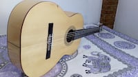 Guitarra acústica marrón dreadnought 6118 km