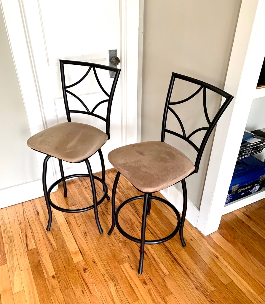 Photo Upholstered stools with black metal frame