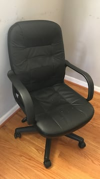 black leather office rolling armchair Hillcrest Heights, 20748