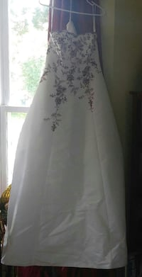 Davids Wedding dress size 8 fits like a size 6. Germantown, 20874
