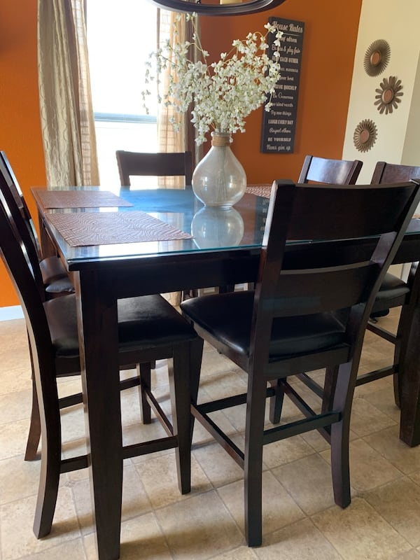 Oak Express Kitchen Table with 6 chairs - MUST BE SOLD TODAY! a5380fb3-8a35-453b-9088-e4722767df3d