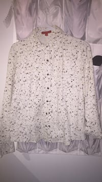 white and black floral long-sleeved shirt St Catharines, L2N 7A1
