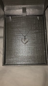 Silver-colored heart pendant necklace Oakville, L6K 1E8