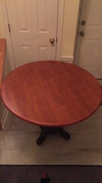 round brown wooden pedestal table Alexandria, 22312